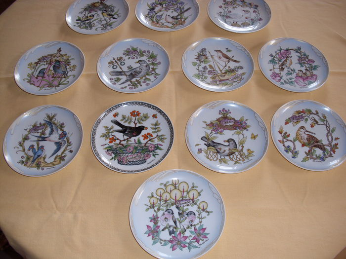Hutschenreuther porcelain - 12 plates from January to December bird design & Hutschenreuther porcelain - 12 plates from January to December bird ...