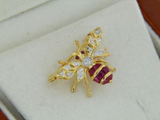Gold brooch, Bee with diamonds and rubies – Size 17.5 x 15 mm