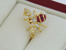 Gold brooch Bee with diamonds and rubies - Size 17.5 x 15 mm