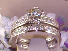 Solitaire diamond ring with stacking ring, total: 1.91 ct