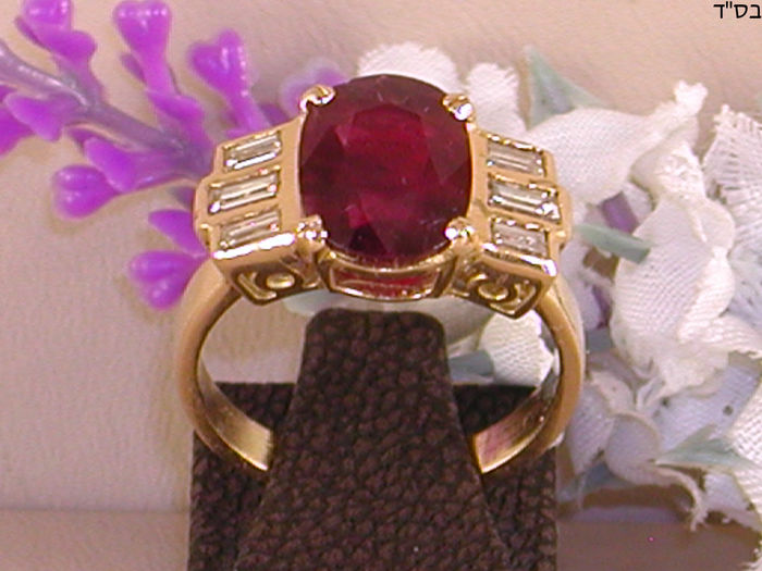 18 kt Art Deco Diamond & Ruby Ring 2,30ct.
