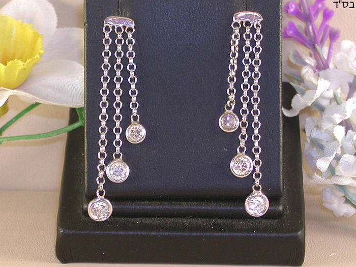 Solitaire dangling earrings set with diamonds – total 1.80 ct F/VS1