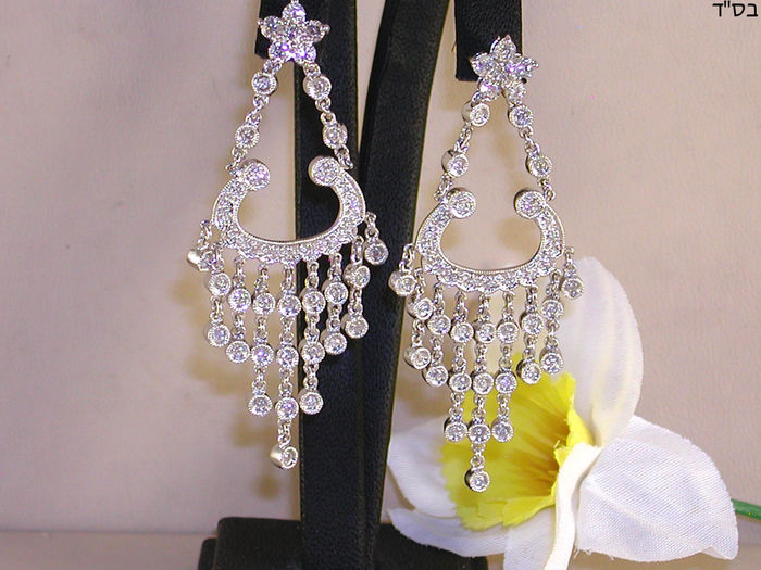 Women's diamond dangle earrings - 1.58 ct in total