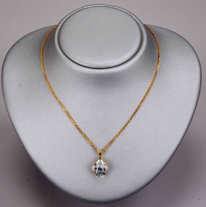 Necklace with large aquamarine pendant approx 6 ct in 14 kt necklace with large aquamarine pendant approx 6 ct in 14 kt yellow gold with diamonds in excellent condition aloadofball Image collections