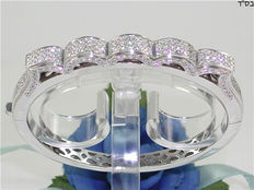 Diamond bangle - 5.00 ct in total, 18 kt / 750 white gold - 45 g - 216 diamonds, F–VS - size 5 x 6 cm in diameter