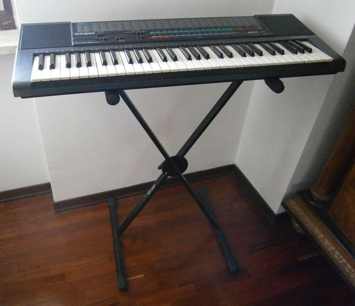 Casio 465 Sound Tone Bank CT 650 keyboard with 61 keys. with stand, lectern, microphone, keypad cover and travel bag. In working order. Used as shown on the photos.