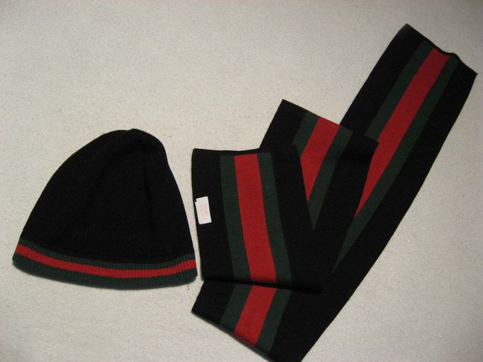 3f58c1d8090a2 Gucci - Scarf and Hat - Catawiki