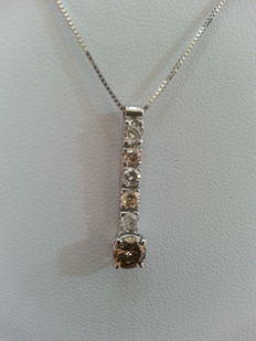 750/1000 gold necklace and pendant, with diamonds totalling 0.63 ct.