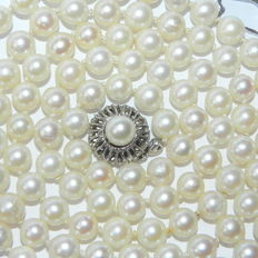 Pearl necklace with 106 salt water pearls – approx. 7 mm – from the Sea of Japan