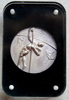 United States – Medal 'Los Angeles Olympic Games / Pole Vaulting' 1984 by Salvador Dali – Silver