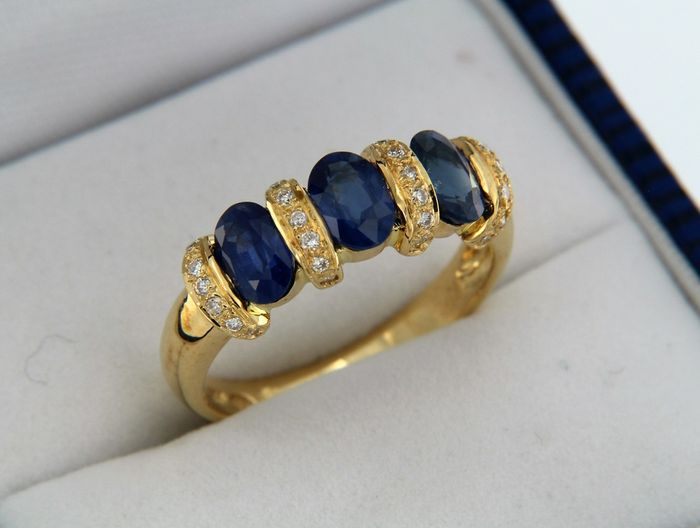 18 KT GOLD ring with sapphires and diamonds - Ring size: 54 - easily resized
