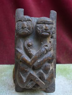 Beautiful Pre-Colombian wood carving representing a married couple making love - 16.7 cm