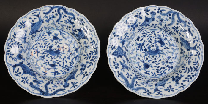 A very beautiful set of antique blue-and-white porcelain plates crab and bass & A very beautiful set of antique blue-and-white porcelain plates crab ...