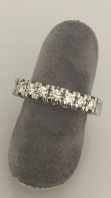 18 kt white gold ring with G/VS diamonds totalling 0.56 ct – size 15 mm