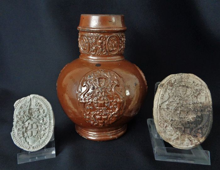 Stoneware pitcher Jan Emens with two moulds of Jan Emens and C(arl) Kalf - H 16.7 cm (3)