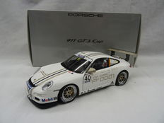 AUTOart Dealer - Scale 1/18 - Porsche 911 GT3 Cup #40 Vip Car Porsche Design - matt white colour