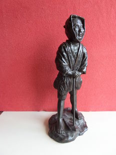Bronze image of a farmer with a hoe - Japan - Late 19th century (Meiji era)