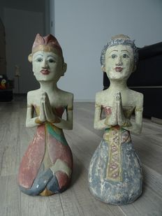 A set of wooden statues, depicting a man and a woman – Indonesia – second half 20th century