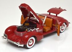 Auto World - Scale 1/18 - Cord 812 Convertible 1937 Roadster - Red