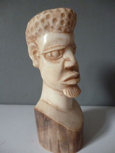 Ivory bust of a village chief - Kasai, D.R Congo