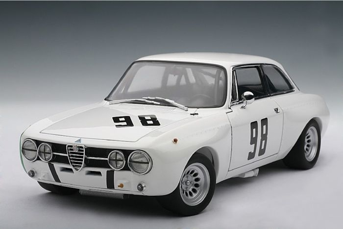 autoart scale 1 18 alfa romeo giulia gt am monza hezemans 98 1970 catawiki. Black Bedroom Furniture Sets. Home Design Ideas