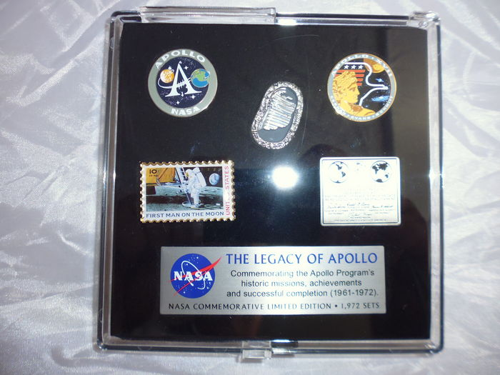 Limited edition set of five NASA Apollo pins.