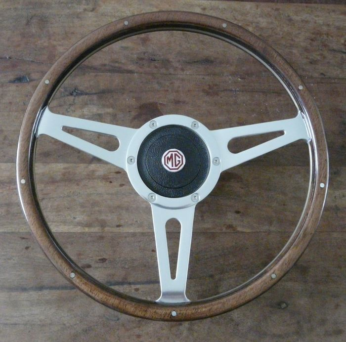 Volante con borde de madera de 14 pulgadas (35 cm) - Mountney for MG with boss - 2018