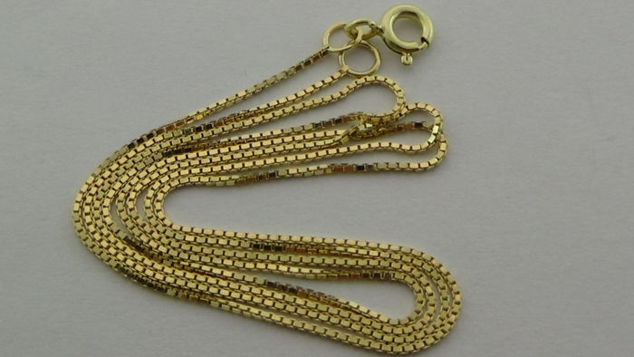 14 kt gold Venetian link necklace, length: 40 cm.