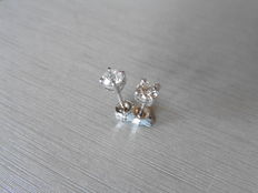18k Gold Solitaire Diamond Stud Earrings - 0.90ct  I/J, SI2