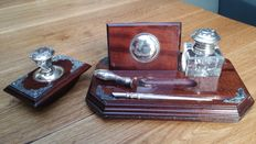 A mahogany writing/desk set with silver pens, cachet and mounts - ca. 1900