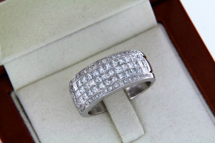 Fine jewellery ring in 18kt White Gold + Diamonds, size 57
