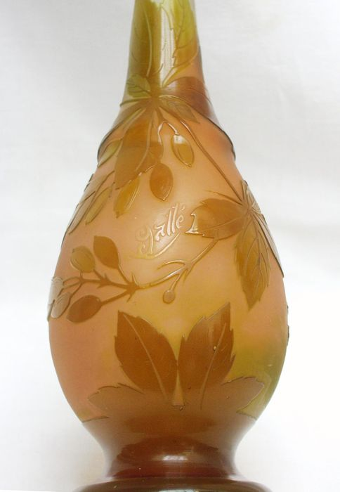 Emile Gallé (1846-1904) - Cameo glass vase with etched floral decor