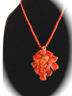 Fabulous antique necklace with pendant, made of genuine Sciacca coral—Total weight: 18.4 g.