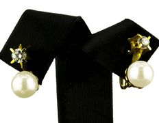 Yellow gold earrings with zirconias and Akoya cultured pearls.