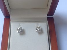 White gold 18 kt ear studs with 2 brilliant cut diamonds of 1.43 ct