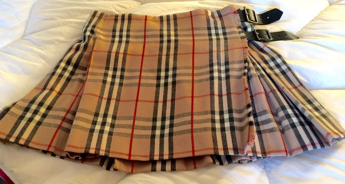 19da8cb533a Burberry of London - Jupe Kilt courte neuve - Catawiki