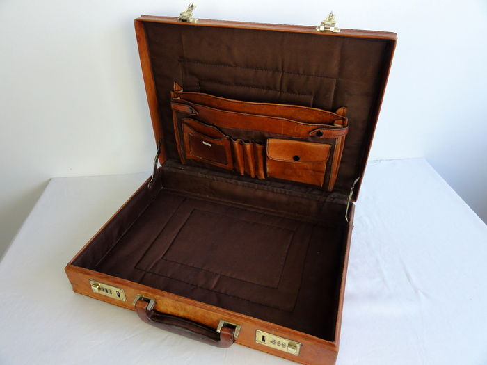 04294a7d346a Leather attache case - combination lock - vintage - Catawiki