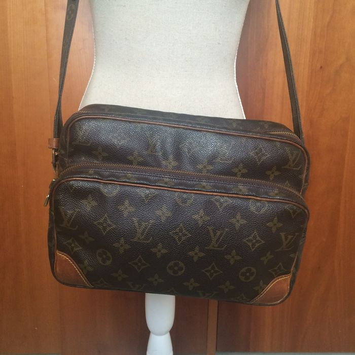 7fd8009b9a0 Louis Vuitton – Nile – large cross-body   messenger bag – unisex ...