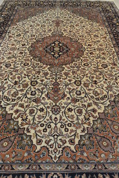 Beautiful Oriental carpet from India, 288 x 187 cm. End of the 20th century