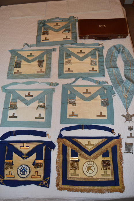 Lot of 7 Vintage Masonic Aprons, a collar and badges - Catawiki
