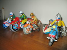 Technofix, US Zone Germany/Japan/China - Length 10-20 cm - Lot with 7 tin Motorbikes with friction/clowkwork motor, 1950s/recent
