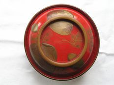 Lidded lacquer bowl with clams and seaweed - Japan - ca. 1880-1900