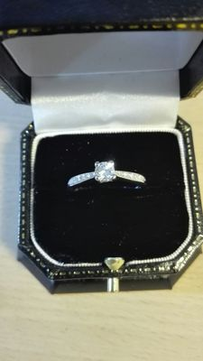Ring in 18 kt white gold with a diamond (0.30 ct, F/IF), 0.45 ct in total