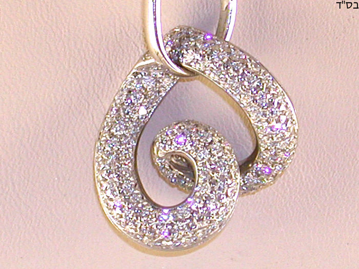 Necklace and diamond heart and 18 kt white gold, diamonds 2.64 ct in total