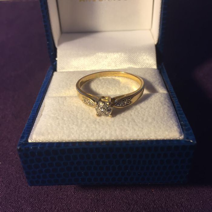 Very pretty yellow Gold ring set with 7 grouped Diamonds (0.30 ct), Size: 60