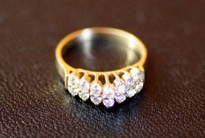 Gold ring with 14 brilliants jeweller's work
