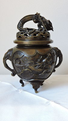 Bronze incense brander with dragon on lid, Japan, approx. 1900