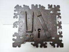 Beautifully forged iron medieval case lock - Flanders - ca 1425-1500
