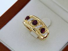18 kt Yellow Gold ring with Rubies + Diamonds