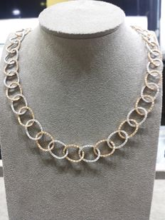 Necklace with 3 ct in diamonds